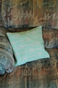 Easy DIY Envelope Pillow Cover - BusyBeingJennifer.com - #101handmadedays