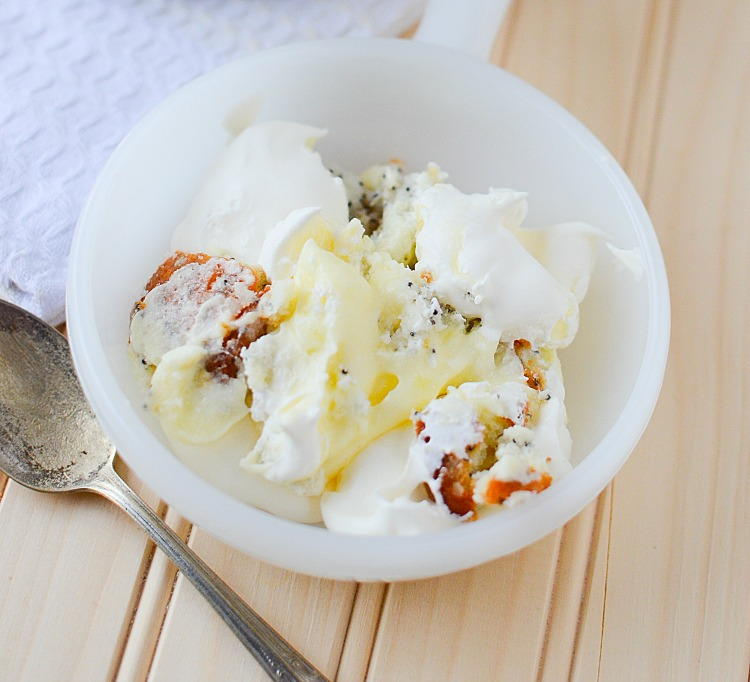 Delicious, Tart and oh so tasty! You've got to try this Lemon Poppy Seed Trifle - BusyBeingJennifer.com