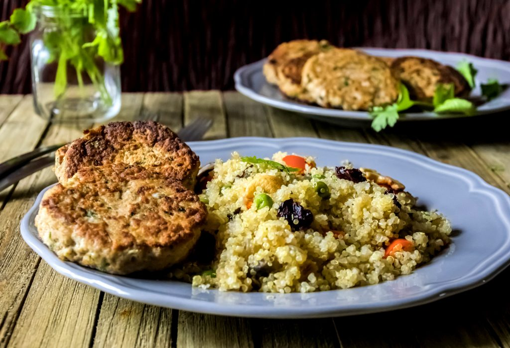 salmon_cakes_with_quinoa_pilaf_pic_3