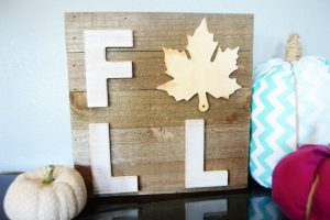 This Easy DIY Fall Leaf Sign was the perfect thing to add to the fall decor rotation! And an easy project to make in less than 30 minutes!
