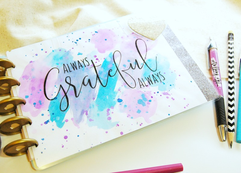Keep the gratitude going all year long with this free printable and DIY Gratitude Journal tutorial!
