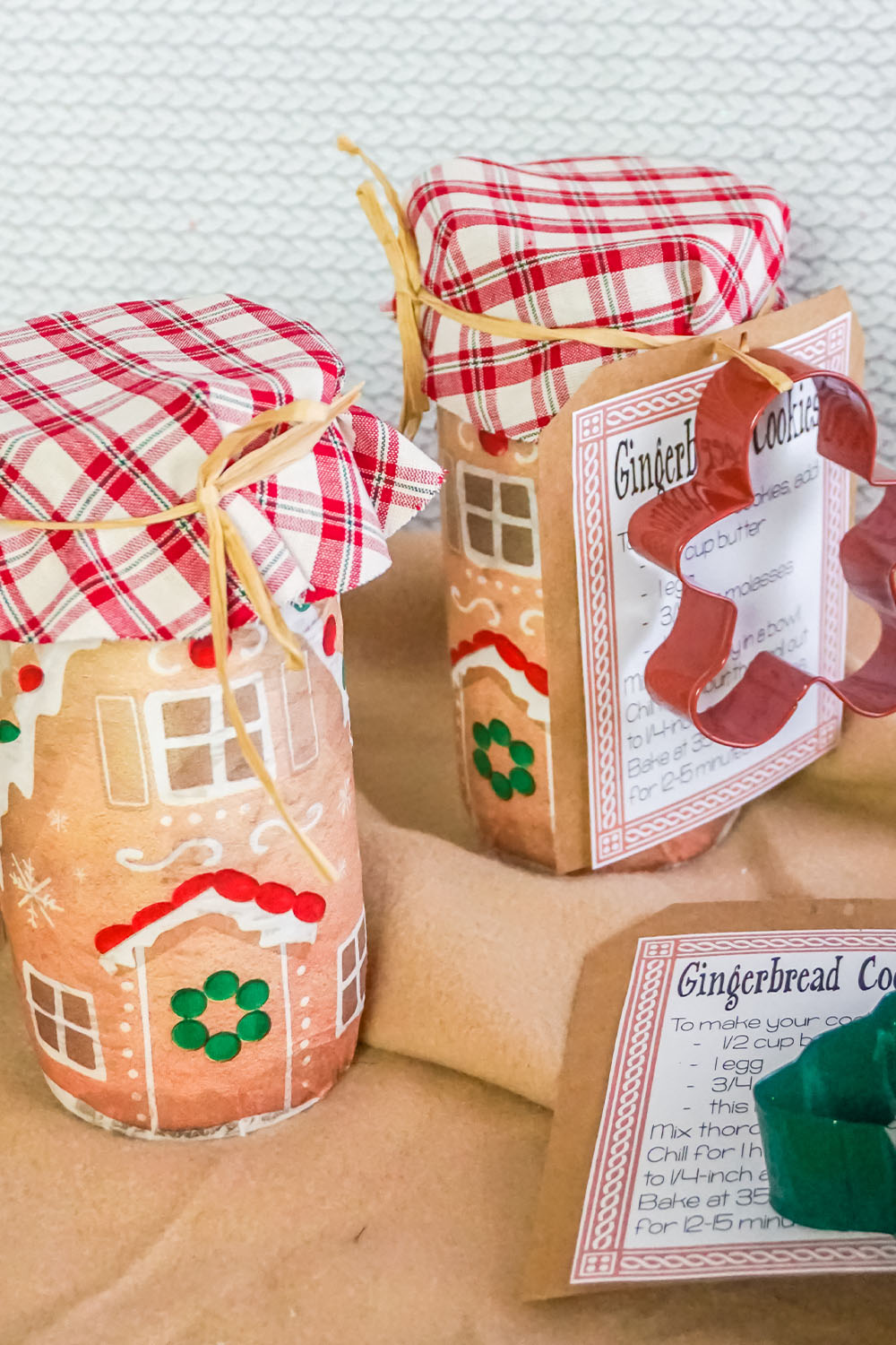 This Gingerbread House Mason Jar Cookie Mix in a Jar Gift is PERFECT for bringing a feeling of family and home to your gift recipients.